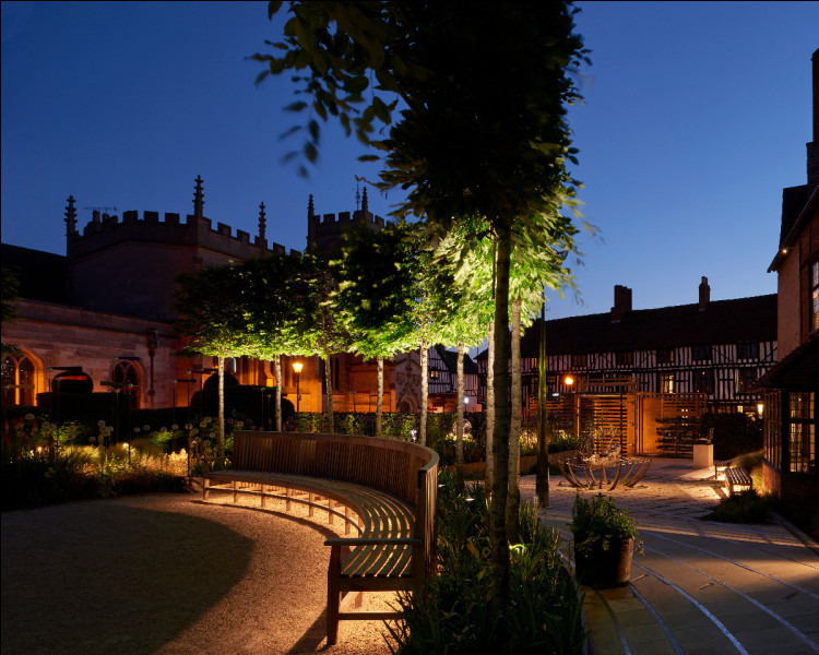 Quelle est la ville natale de William Shakespeare ?