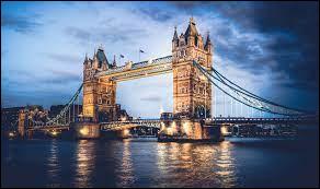 """Quel réalisateur britannique a réalisé le film """"Le Pont de la rivière Kwaï ?"""