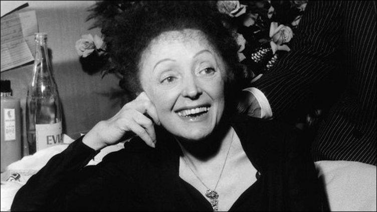 """""""Hymne à l'amour"""", d'Édith Piaf : Si un jour, la vie t'arrache à moiSi tu meurs, que tu sois loin de moiPeu m'importe si tu m'aimes..."""