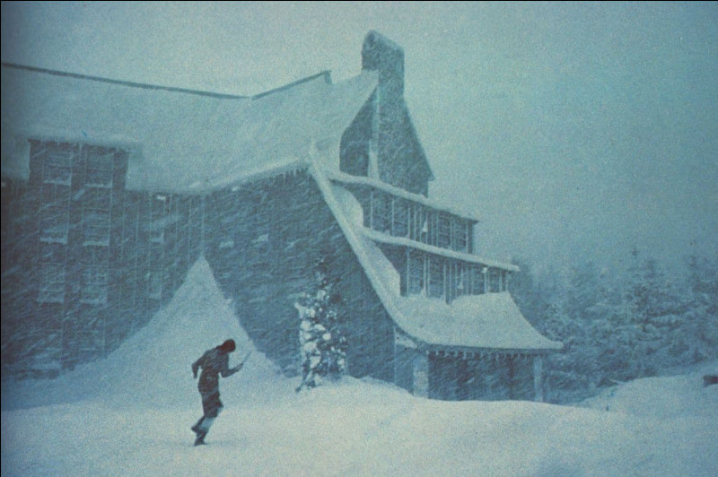 """Quel est le nom du grand hôtel isolé dans la montagne dans lequel se déroule l'action du film """"Shining"""" ?"""