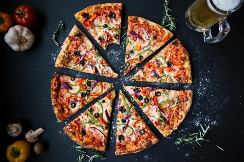 Pedro a englouti 1/4 de pizza, et Pablo a dévoré la moitié restante de la pizza ; quelle fraction de pizza reste-t-il ?