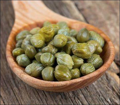 Quel est ce condiment utilisé pour relever la saveur des mets dans les cuisines méditerranéennes ?