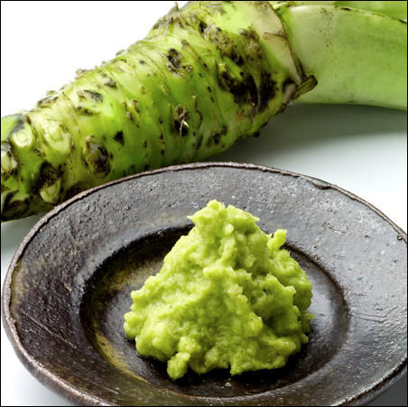 Quel est ce condiment élaboré à partir de la tige d'une plante semi-aquatique originaire des montagnes du japon ?