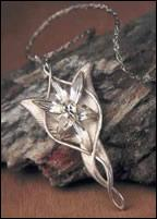 Quel personnage a donné ce collier à Aragorn et a ainsi abandonné son immortalité ?