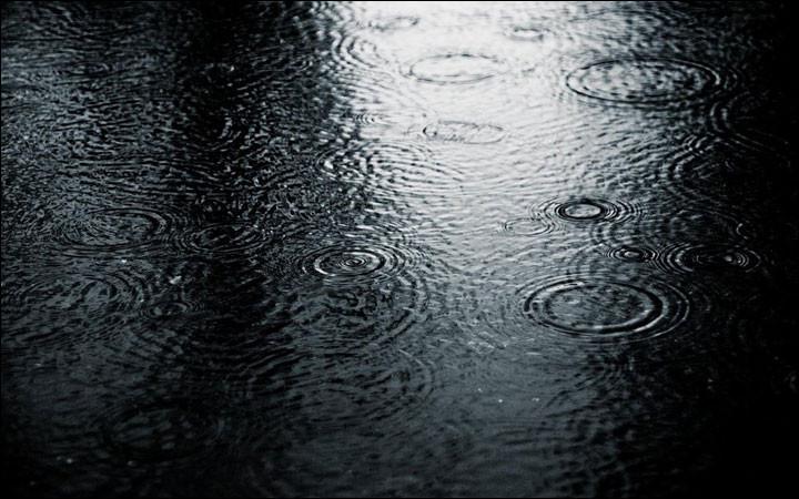 Il existe dans l'espace de vastes bulles d'eau flottantes semblables à de gigantesques piscines.
