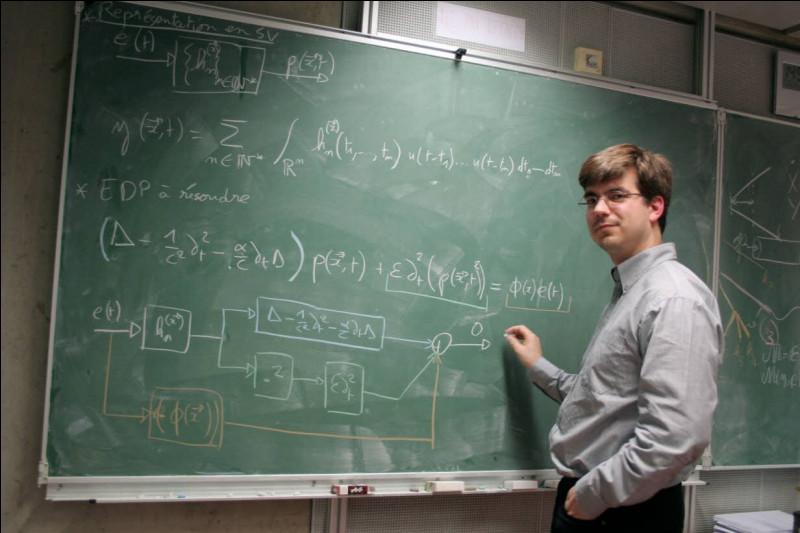 Quel mathématicien a trouvé à l'âge de six ans la formule qui donne la somme des 100 premiers nombres ?
