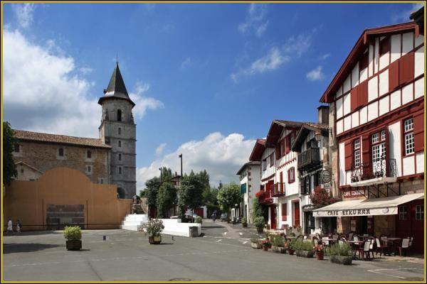 Dans quel département verrez-vous le village d'Ainhoa ?