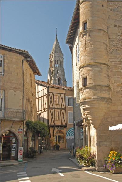 Dans quel département verrez-vous la petite ville de Saint-Léonard-de-Noblat ?