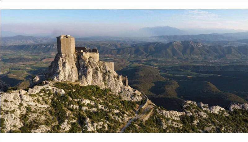 Dans quel département verrez-vous les anciens châteaux cathares de Peyrepertuse et Quéribus ?