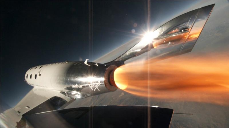 Virgin Galactic a lancé un concours offrant à l'heureux gagnant une place dans un futur vol à bord du vaisseau spatial VSS Unity. Il y a eu 10 000 candidats. Sachant qu'un candidat a multiplié sa probabilité de s'envoler dans l'espace par 100 moyennant 10 dollars, quelle est sa probabilité finale de remporter l'incroyable gros lot ?