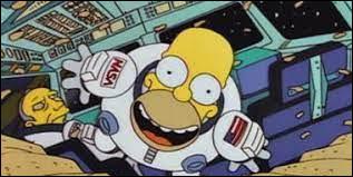 Qui est cet imbécile mangeant des chips dans l'espace ?