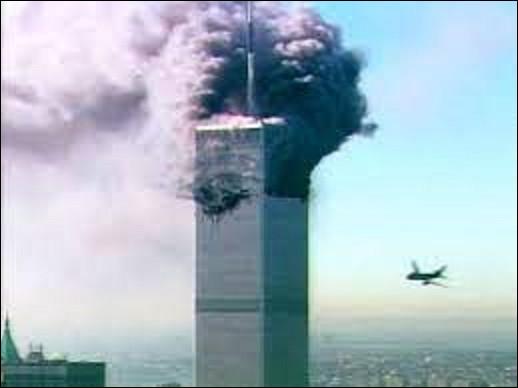 11 septembre 2001 : 19 terroristes d'Al-Qaïda détournent quatre avions de ligne. Deux sont projetés sur les tours jumelles du World Trade Center à New York et un troisième sur le Pentagone, siège de la Défense à Washington, tuant toutes les personnes à bord. Combien de victimes fit cette attaque à terre ?