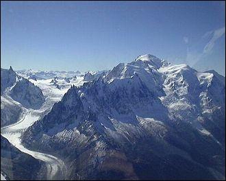 Et voilà, notre voyage atteint la fin, nous sommes dans le département Haute-Savoie dans le massif des Alpes, que représente ce paysage rempli de neige ?