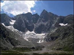 Restons dans le département les Hautes-Pyrénées nous faisons escale dans un très haut sommet nous sommes au :