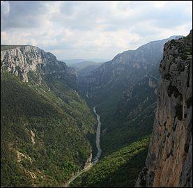 Maintenant nous nous dirigeons vers les Alpes-de-Haute-Provence comment se nomme ce lieu montagnard ?