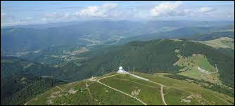 Nous sommes toujours dans les Vosges au point culminant du massif comment se nomme-t-il ?