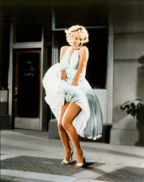 Dans quel film de Billy Wilder, Marilyn Monroe voit-elle sa robe soulevée par un courant d'air ?