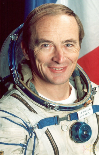 Je suis le spationaute français qui aura passé le plus de temps dans l'espace : 209 jours en deux missions spatiales. La première en 1993, et la seconde en 1999.Je suis...