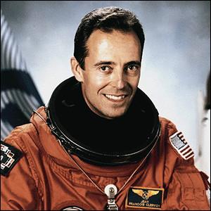 C'est à 35 ans que j'effectue ma première mission, en 1994, à bord de la navette américaine Atlantis, avant une deuxième mission en 1997. Je repars une troisième fois dans l'espace à bord de la navette Discovery.Qui suis-je ?