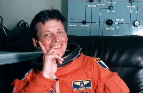 En 1996, je réalise une mission de 16 jours à bord de la navette spatiale américaine Columbia, en tant que spécialiste de charge utile.Mon nom est :