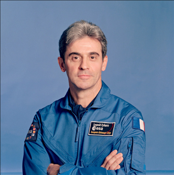Je suis le huitième Français à découvrir l'espace. Ma première mission se déroule dans la station Mir en 1998, la seconde en 2008 à bord de la navette Atlantis pour rejoindre l'ISS.Qui suis-je ?