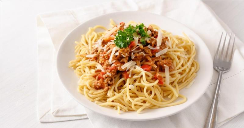 """On retrouve souvent cette sauce à la tomate appelée """"bolognese"""" dans les spaghettis. Quelle viande met-on dans celle-ci, traditionnellement ?"""