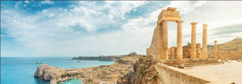 Dans quelle mer se trouve l'île de Rhodes ?