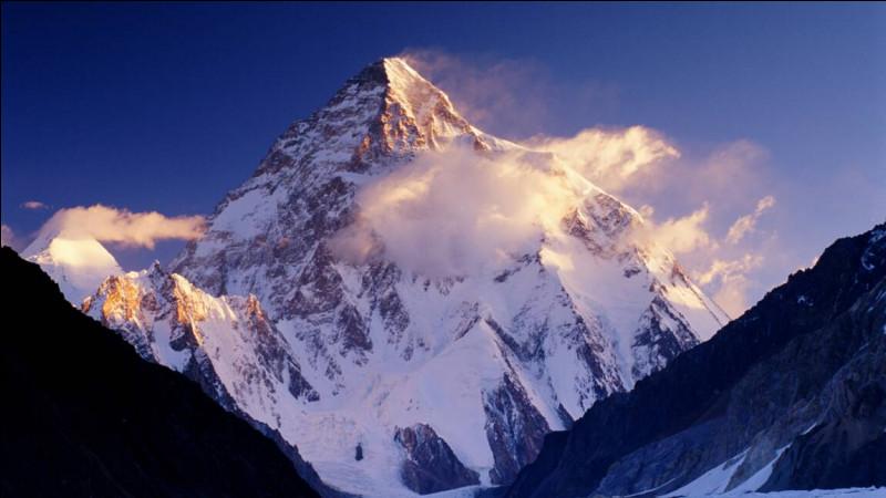 Quel est le deuxième plus haut sommet du monde ?