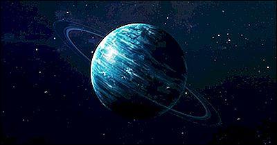 Je suis la plus légère des planètes géantes de glace et je possède vingt-sept satellites naturels.Je m'appelle...