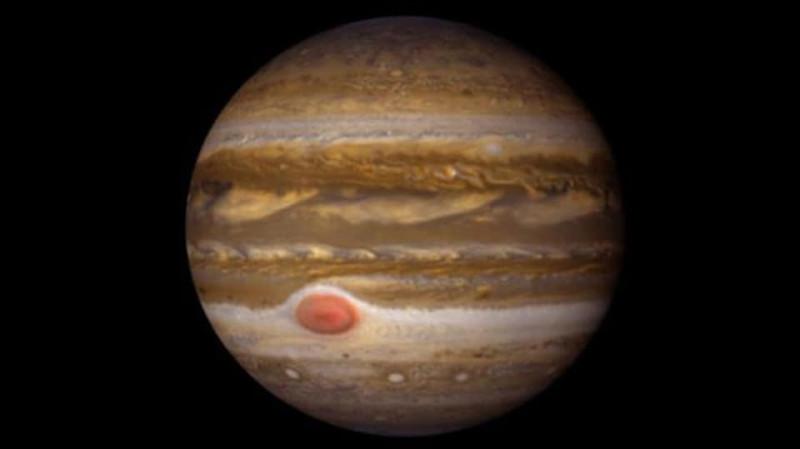 On dit de moi que je suis la planète gazeuse la plus massive et la plus grande du Système solaire. Je possède 79 satellites dont les plus connus sont Europe, Callisto et Ganymède.Je suis...