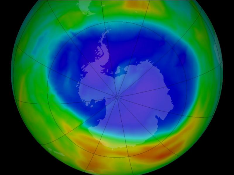 Toujours dans notre stratosphère, il existe une couche que tout le monde connaît et qui est en partie responsable du changement climatique que nous connaissons, il s'agit de la couche...