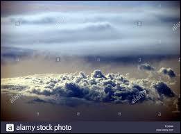 Je suis située entre 0 et 12 kilomètres d'altitude et je suis donc la couche la plus basse de l'atmosphère.Quel est mon nom ?