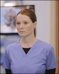 Comment s'appelait la résidente qui était en charge du cas de Derek à l'hôpital Dillard ?