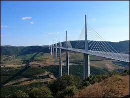 Dans quelle région se trouve le viaduc de Millau ?
