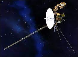 Cette sonde a survolé successivement Jupiter, Saturne, Uranus en 1986 et Neptune en 1989.Quel est son nom ?