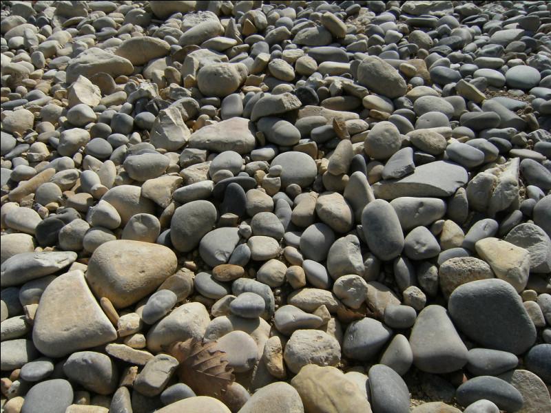 Que dit une pierre à une autre pierre ?