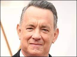 """En 2015, Tom Hanks décide d'ouvrir un """"bureau des objets trouvés"""". Quand il trouve un objet perdu dans la rue, il poste une photo de cet objet et la publie sur son compte Twitter. Un jour, il trouve une carte d'une jeune étudiante américaine. Comment se prénomme-t-elle ?"""