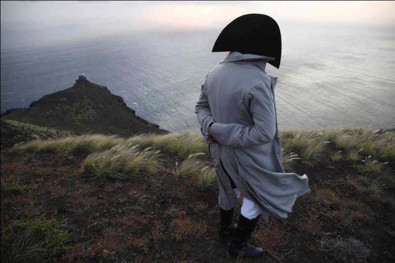 Dans quel océan se trouve l'île Saint-Hélène où a été exilé Napoléon ?