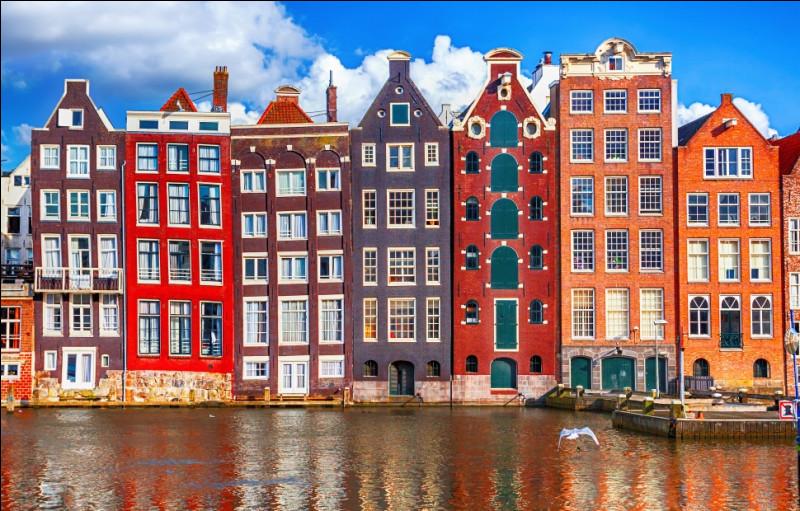Comment appelle-t-on un habitant d'Amsterdam, capitale de la Hollande ?