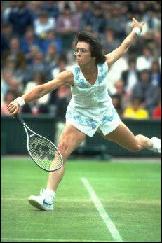 Le 20 > En 1973, la championne de tennis Billie Jean King défie Bobby Riggs - auteur de remarques sexistes sur les sportives - lors d'un match surnommé « la bataille des sexes ». Résultat ?