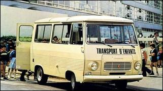 Ce minibus est bien pratique pour les sorties scolaires. Quel est le modèle ?