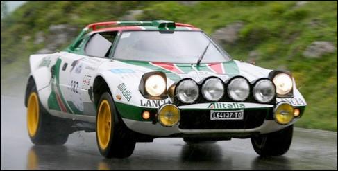Cette italienne a dominé tous les rallyes de l'époque avec un châssis taillé sur mesure et un moteur V6. Quelle est cette auto sportive ?