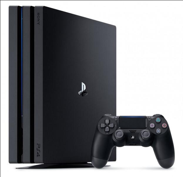 Quelle est la couleur du logo PS4 sur cette image ?