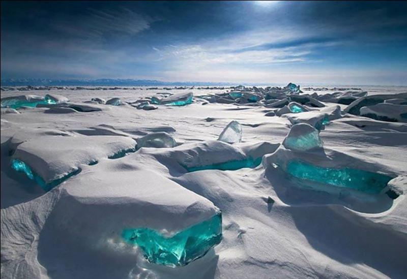 """Vocabulaire   Quel terme français, traduction de l'anglais """"permafrost"""", désigne-t-il un sol gelé en permanence ?"""
