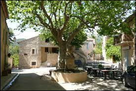 Je vous emmène en région P.A.C.A., à Peypin-d'Aigues. Commune de l'arrondissement d'Apt, elle se situe dans le département ...