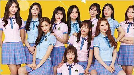 Comment s'appelle l'ancien groupe de Somi et quel âge avait-elle quand le groupe s'est créé (en 2016) ?