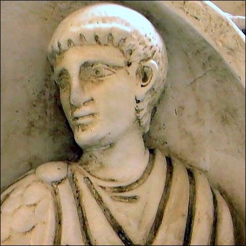 Flavius Aetius - dénommé [...comment ?] - fils d'un « magister militum » romain d'origine scythe, avait lui-même été otage dans sa jeunesse (409-412) auprès de Ruga, roi des Huns et oncle du célèbre ...