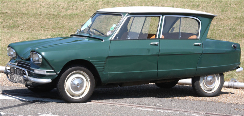 C'est une Citroën Axel 6.