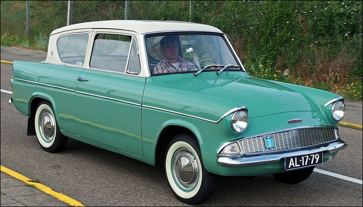 C'est une Ford Anglia.