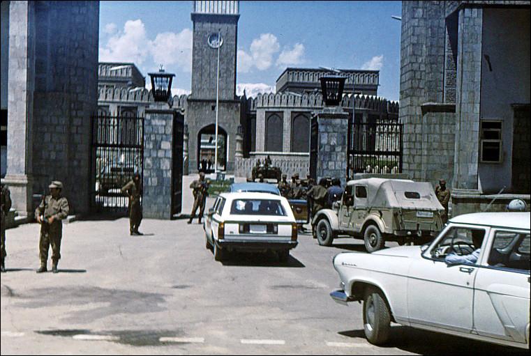 Quand les communistes afghans ont-ils pris le pouvoir ?